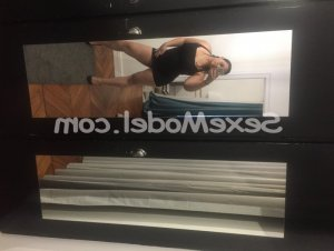 Carlina massage sexy à Bruz 35
